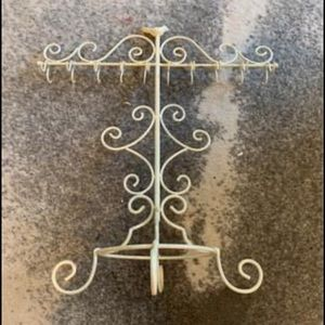 NWOT JEWELRY STAND IN CREAM
